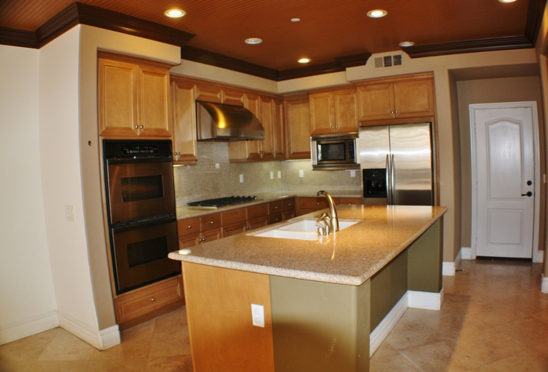 Upgraded Kitchen with Grainte & Stainless Steel Appliances