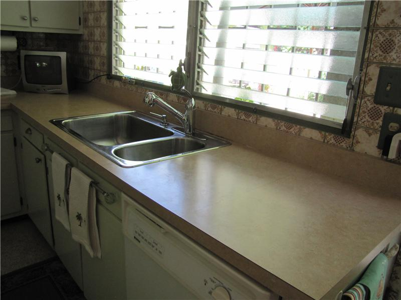 Kitchen with Practical Double Sink