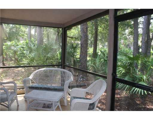Screened in back porch at Eastlake Woodlands 2/2 townhome for sale