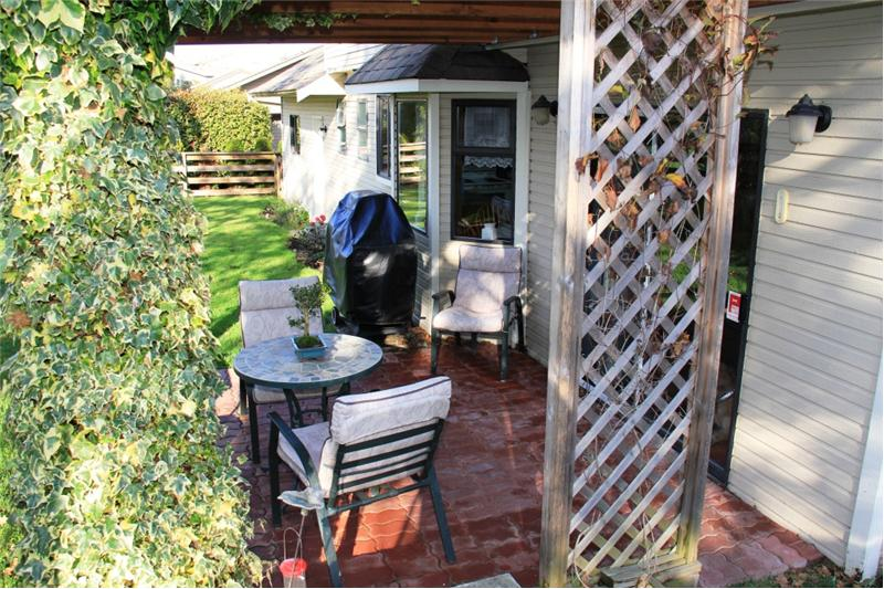 3990 Cedar Hill Rd. Saanich BC, Lovely Porch