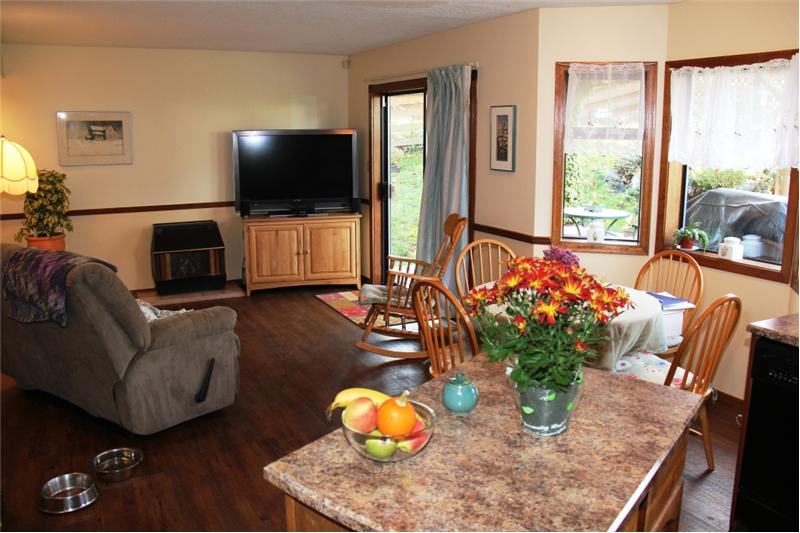 3990 Cedar Hill Rd. Saanich BC, Kitchen and Family Room