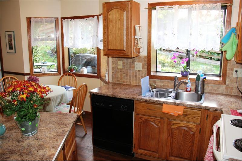 3990 Cedar Hill Rd. Saanich BC, Kitchen and Eating Area