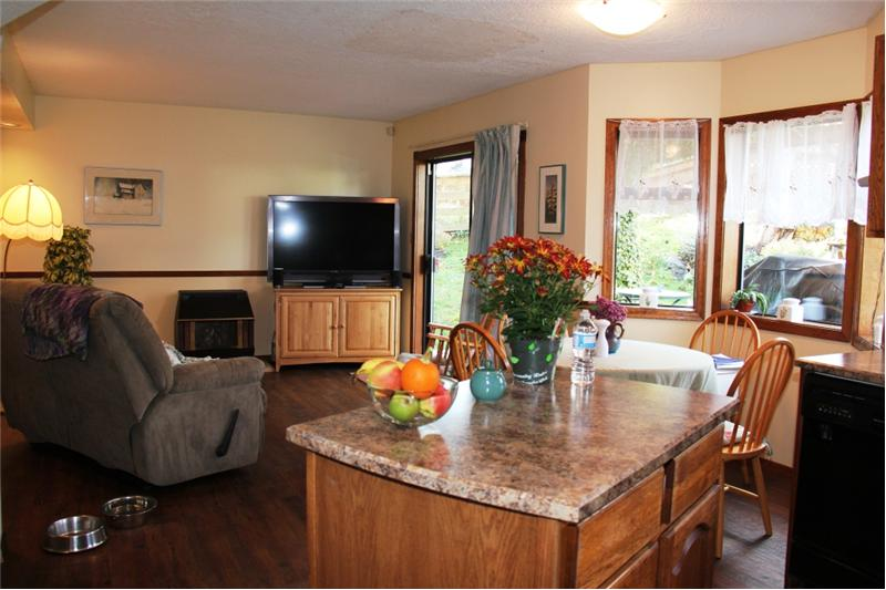 3990 Cedar Hill Rd. Saanich BC. Family room and kitchen