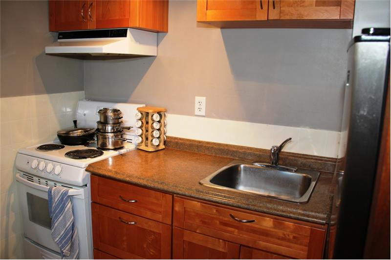 3990 Cedar Hill Rd. Saanich BC, suite kitchen