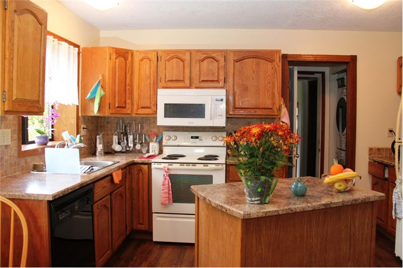 3990 Cedar Hill Rd. Saanich BC, kitchen