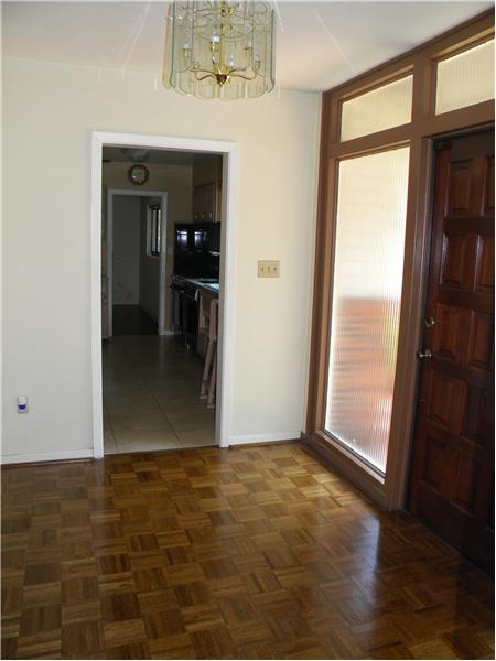 Foyer Access to Kitchen