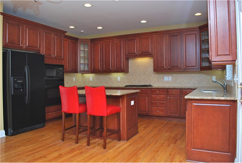 Gourmet Kitchen with granite, tile backsplash!