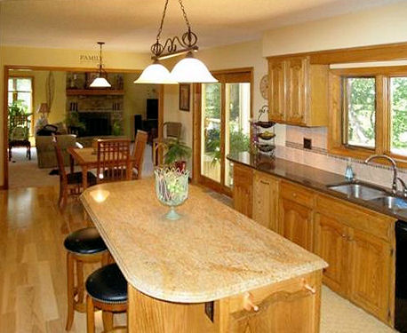 Kitchen w/Island & Granite Counters