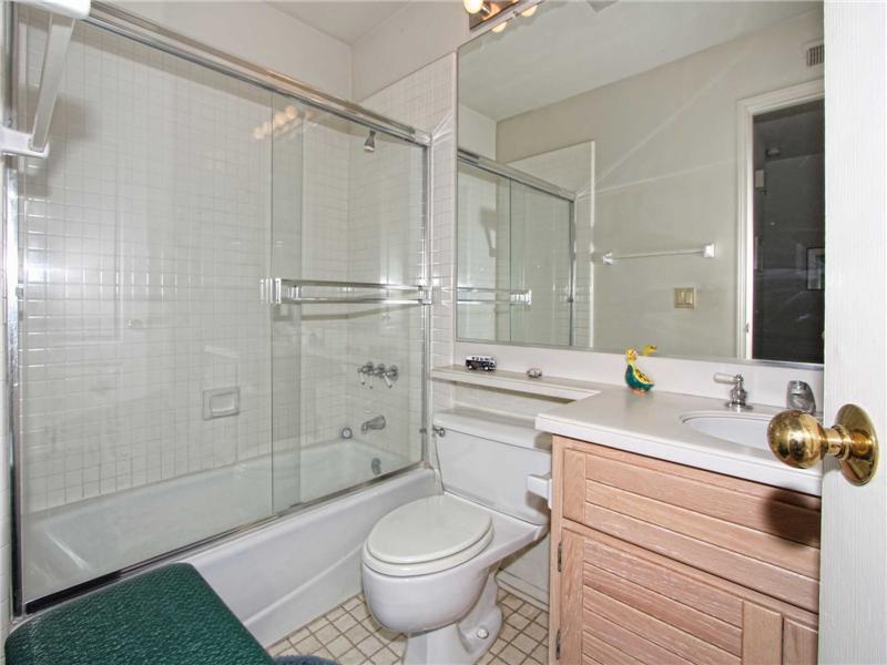 Full secondary bathroom