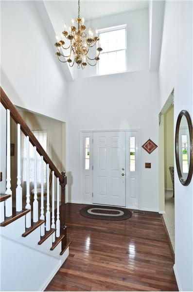 2sty Entry foyer with wood floor