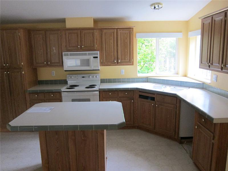 Open Kitchen w/ Island