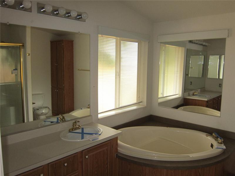 Prvate Master Bathroom w/ Large Corner Soaking Tub