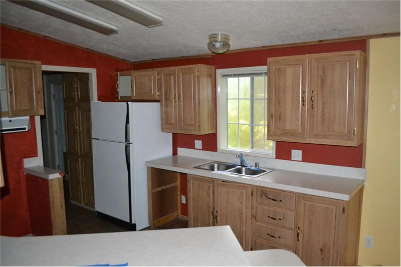 Cheerful Kitchen w/ Lots of Cabinets