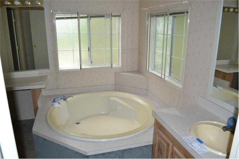 Private Master Bath w/ Large Soaking Tub