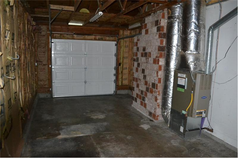Single car garage w/ room for storage