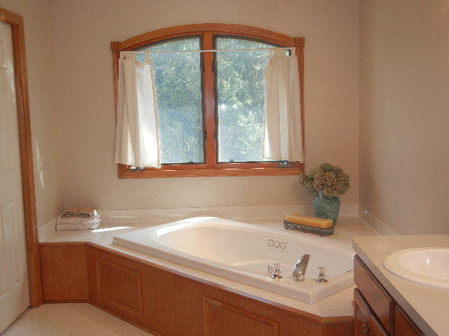 or take a soak in the private master bath!
