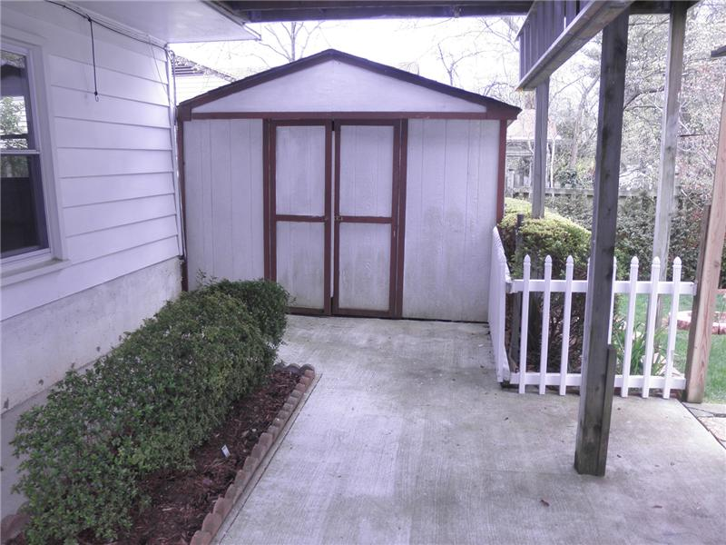 Extra storage shed in rear yard
