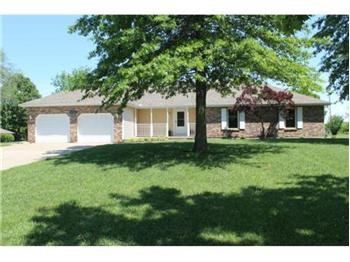 8955 Oak Country Lane, Desoto, KS