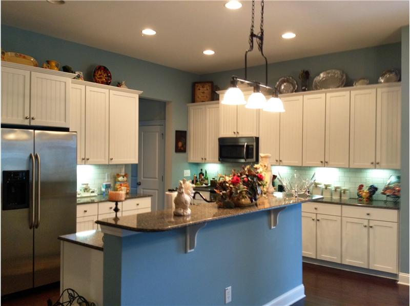 Kitchen with undercabinet lighting