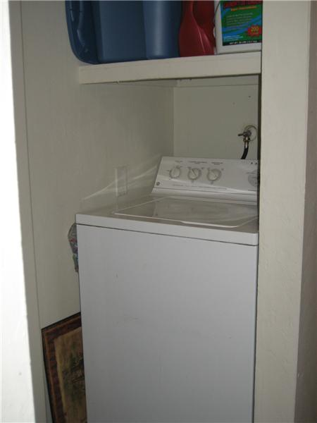 1295 Washing Machine in Hall
