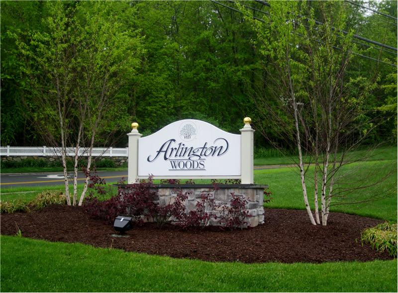 Arlington Woods Community Sign